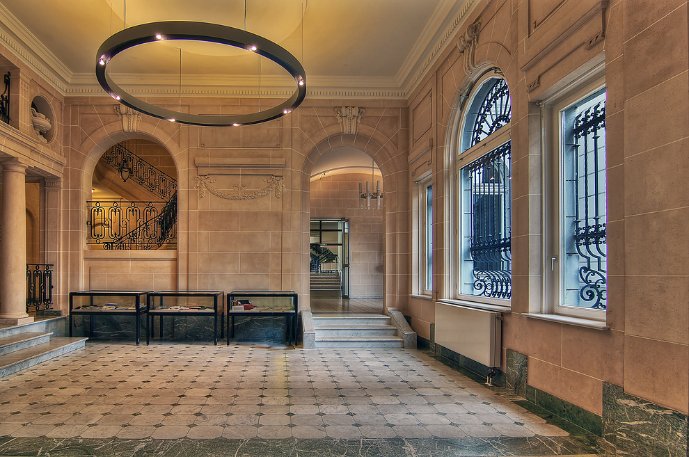 °^* Budge Palais *