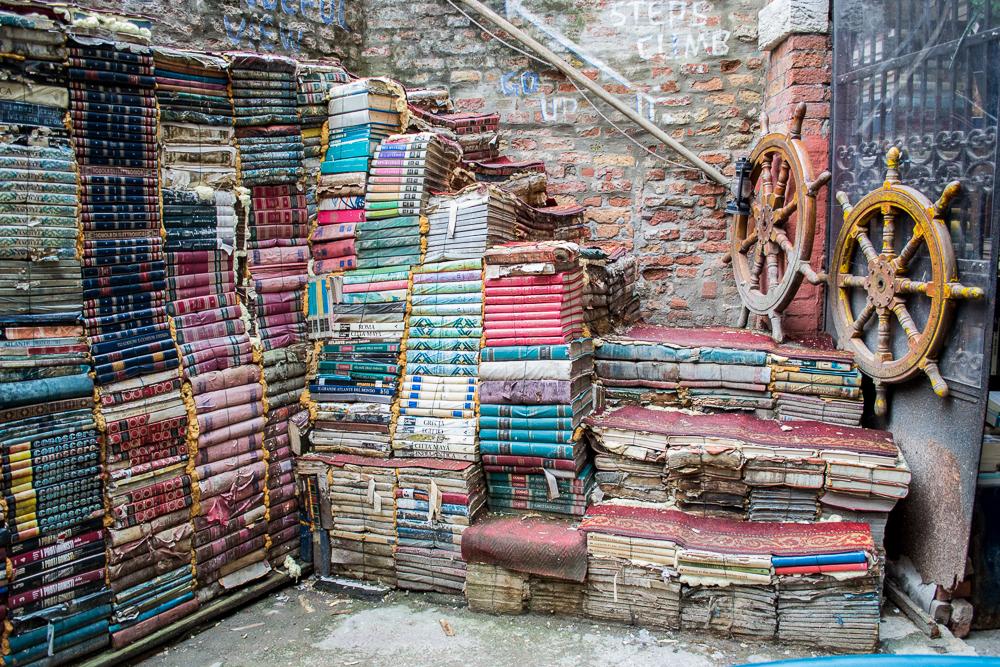 Büchertreppe im verrücktesten Buchladen Venedigs