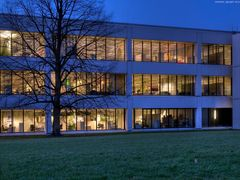 Büro auf der grünen Wiese