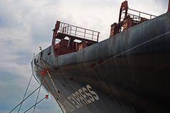 Bug eines Containerfrachters