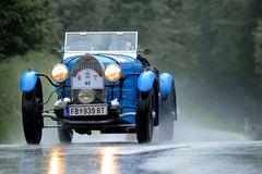 Bugatti in der Waschstrasse