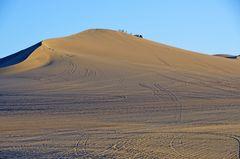 Buggyspuren in der Wüste um Huacachina