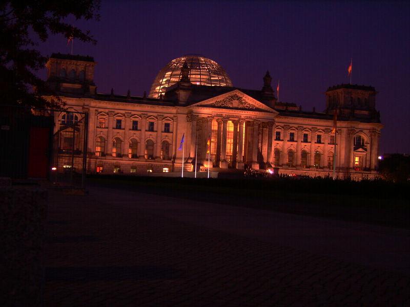 Bundestag am Abend