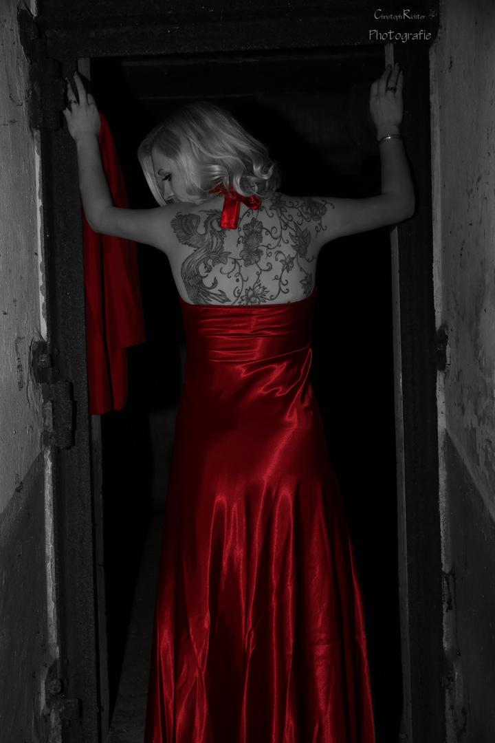 Bunker-Shooting: Red Dress