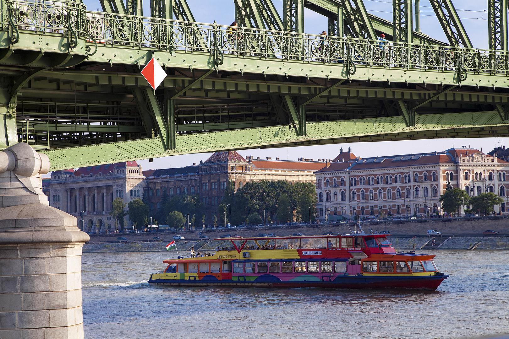Bunt in Budapest.
