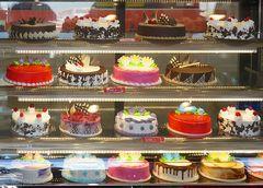 Bunte, süsse Omani-Torten