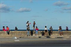 Buntes Treiben am Malecon
