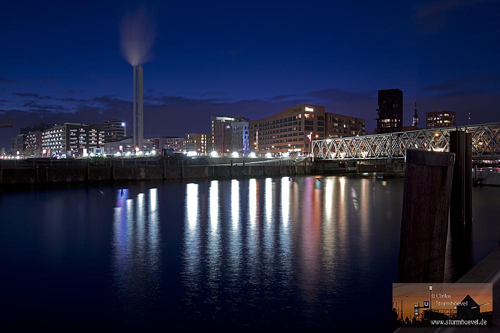 Buntes Wasser in der Hafencity