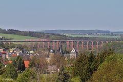 Burg, Brücke, Zug
