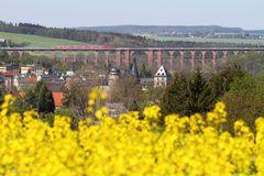 Burg, Brücke, Zug  +  Raps