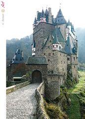 Burg Eltz an der Mosel im Herbst_02