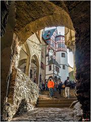 Burg Eltz - Aufgang zum Hof