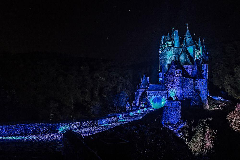 Burg Eltz - illuminiert (2)