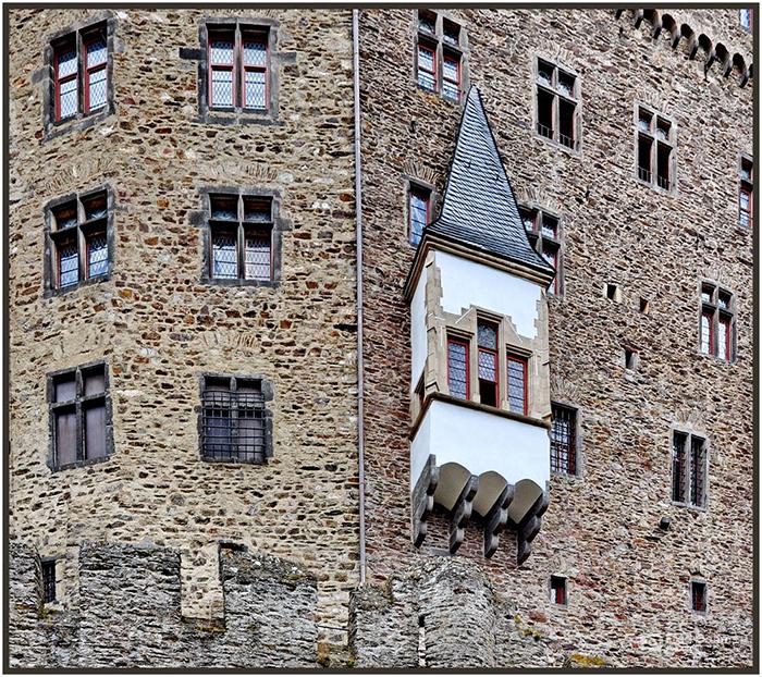 Burg Eltz, nichts als Fenster