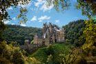 Burg Eltz Seitenansicht