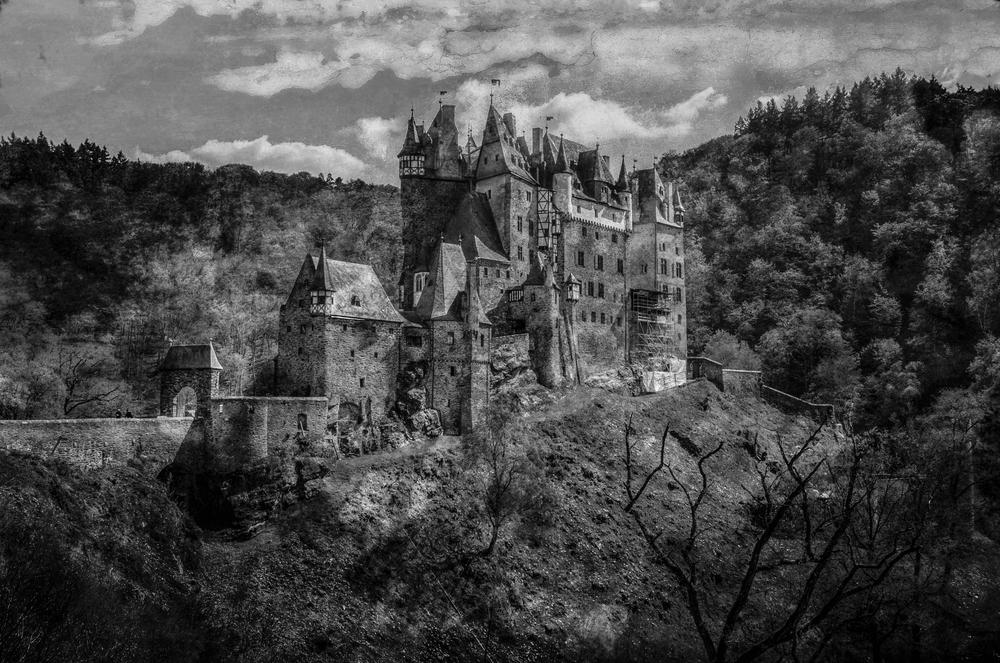 Burg Eltz s/w