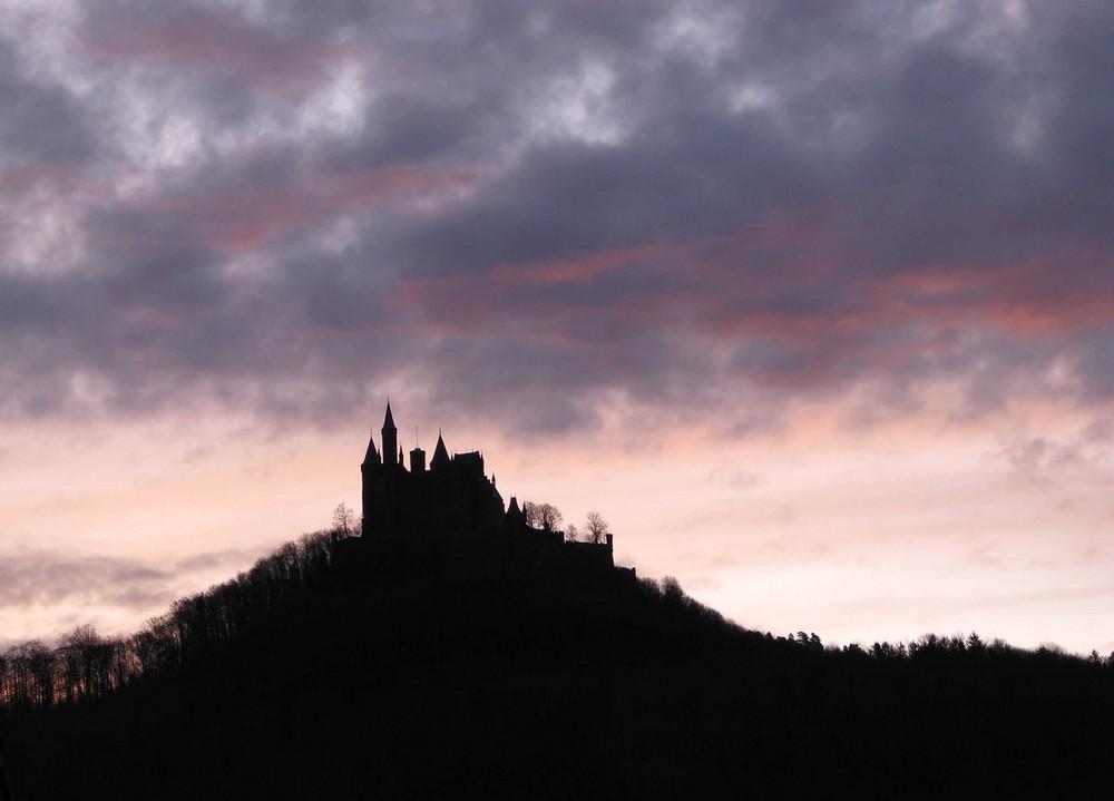 Burg Hohenzoller am frühen Morgen