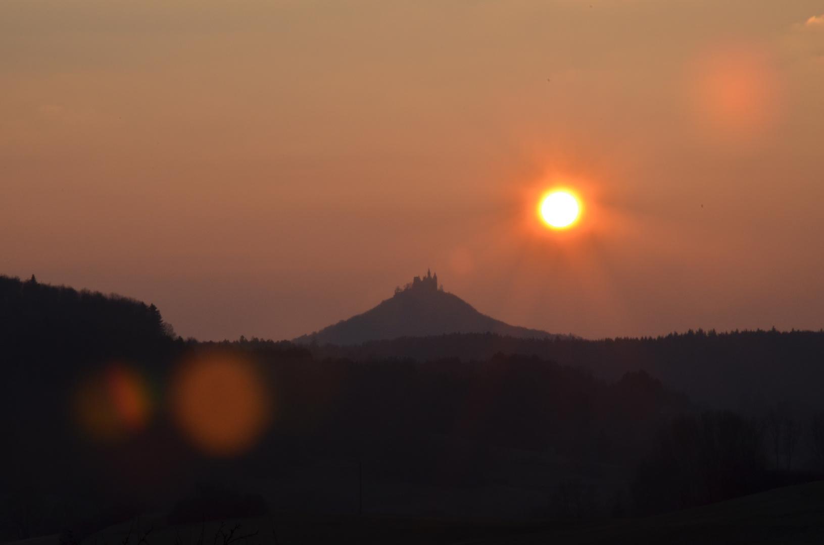 Burg Hohenzollern im letzten Abendlicht