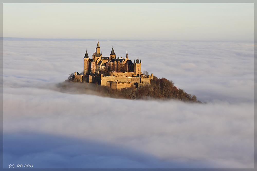 Burg Hohenzollern im Wolkenmeer