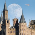 Burg Hohenzollern mit dem Supermond