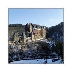 Burg  im Quadrat