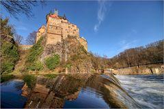 Burg Kriebstein... über dem Wehr...