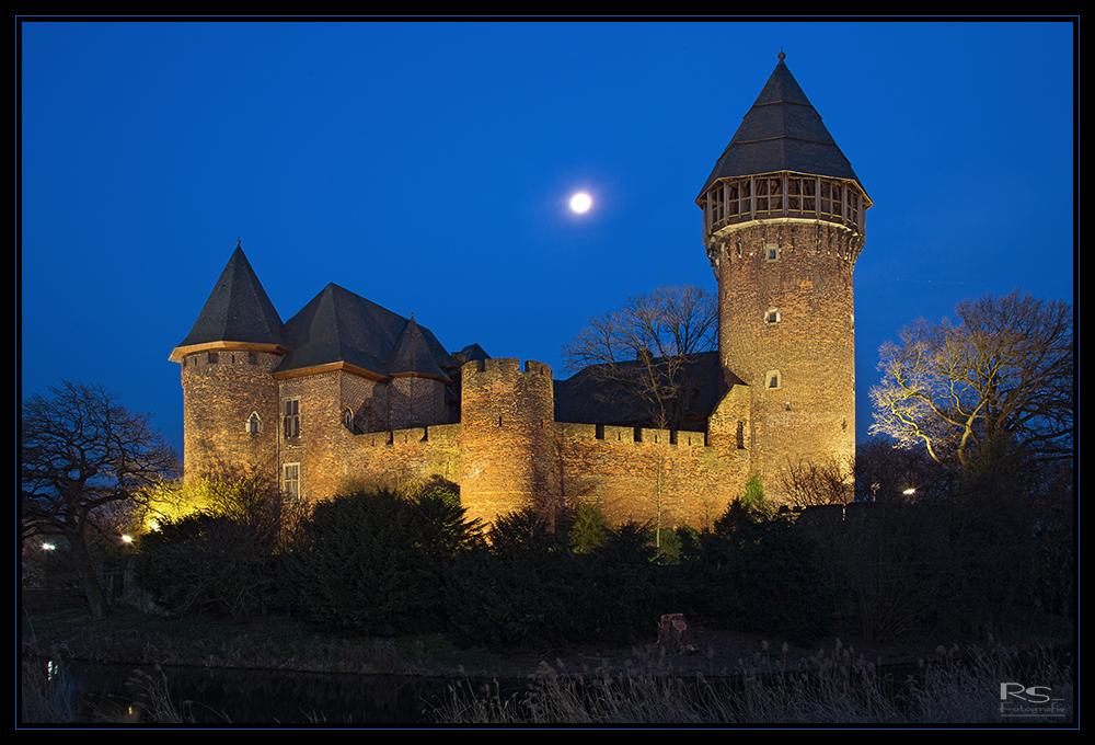 Burg Linn bei Vollmond