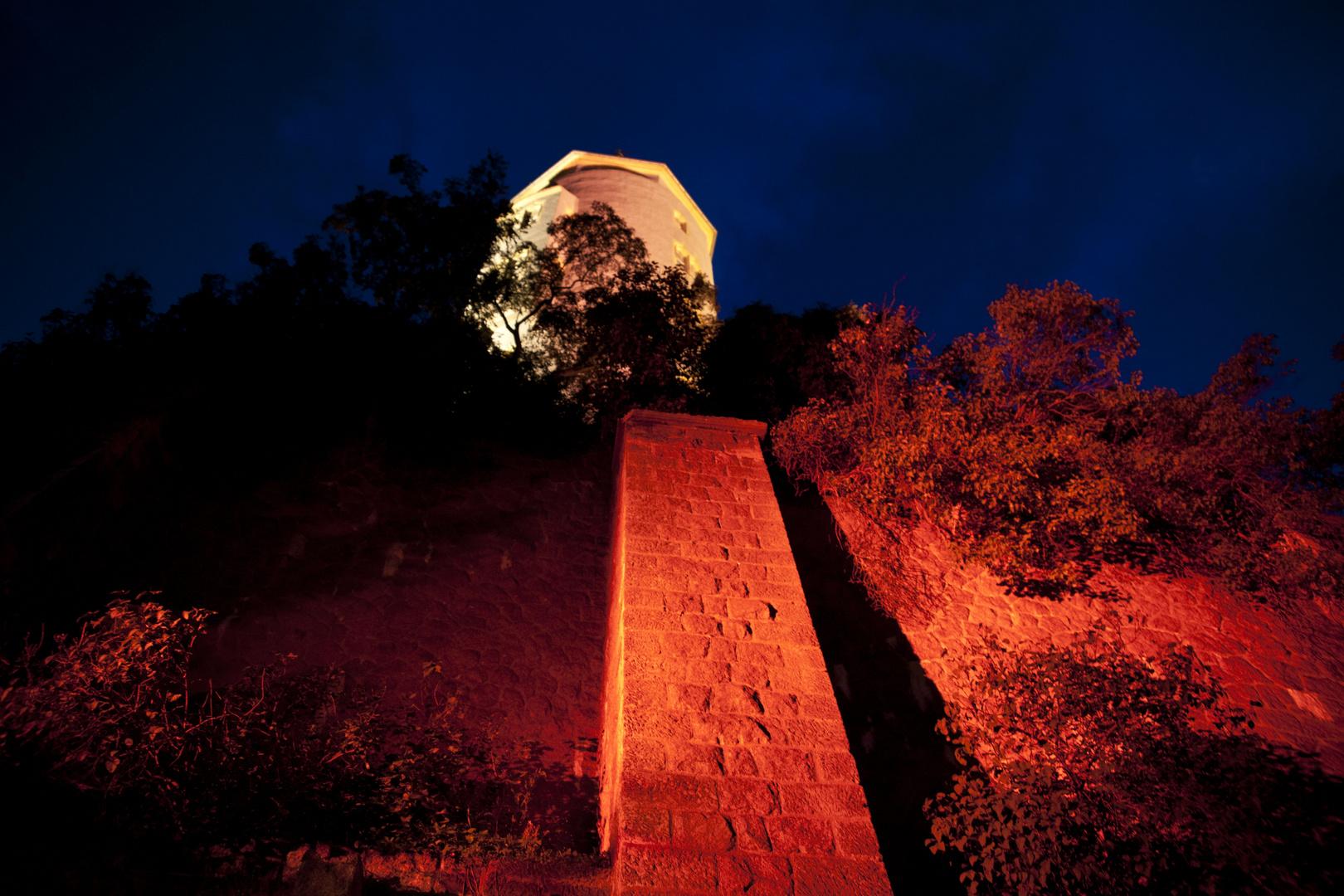Burg Panorama bei Nacht 1