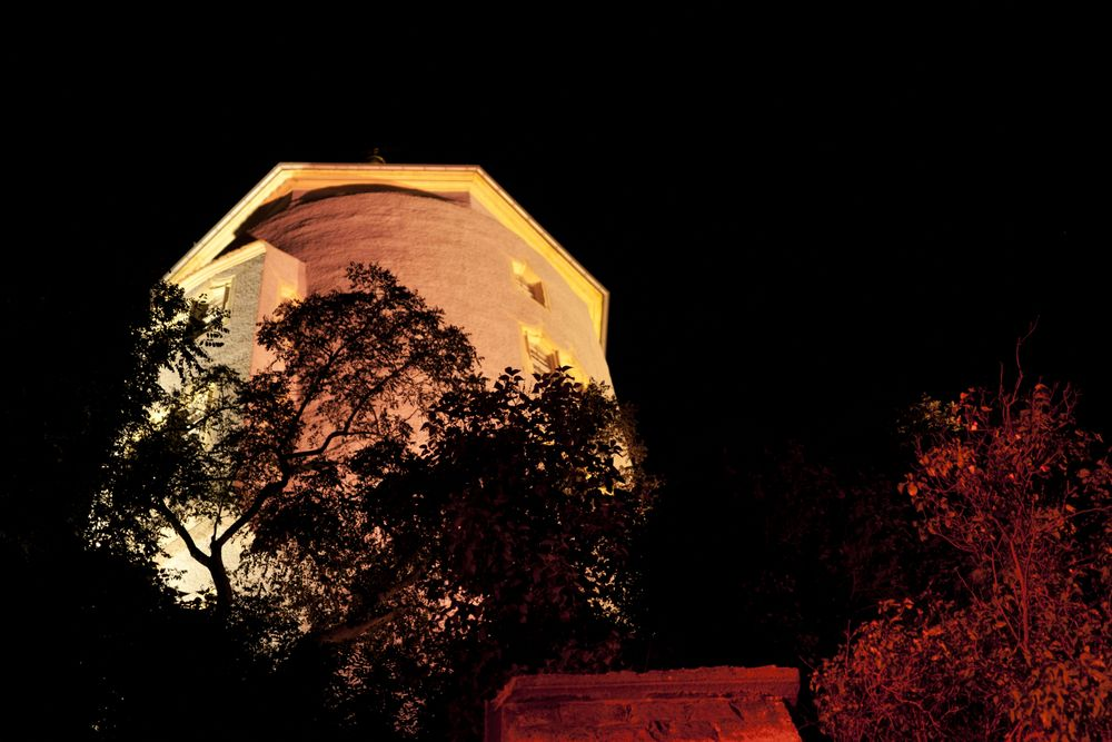 Burg Panorama bei Nacht 3