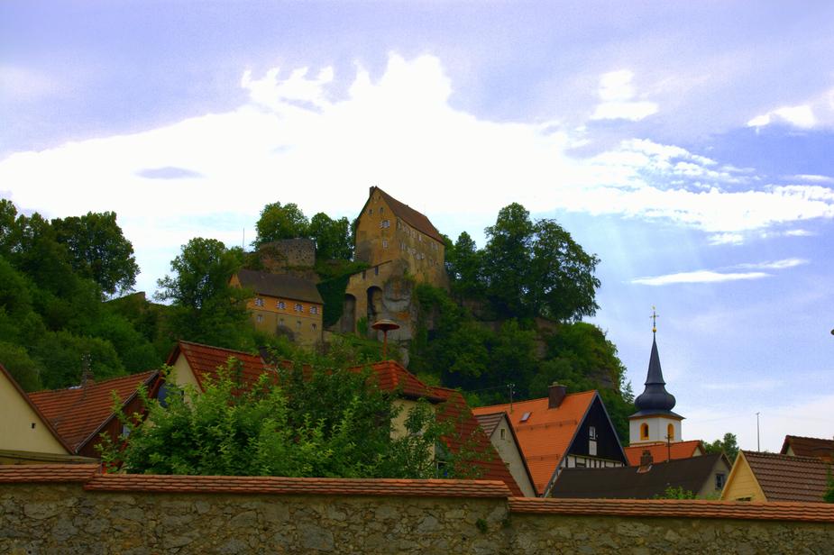 Burg Pottenstein mit Stadtmauer