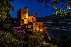 Burg Rheinstein zur blauen Stunde