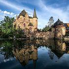 Burg Satzvey im Morgenlicht