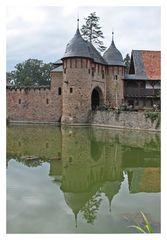 Burg Satzvey mit Spiegelung 2