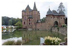 Burg Satzvey mit Spiegelung 3