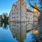 Burg Veynau bei Euskirchen im Abendlicht
