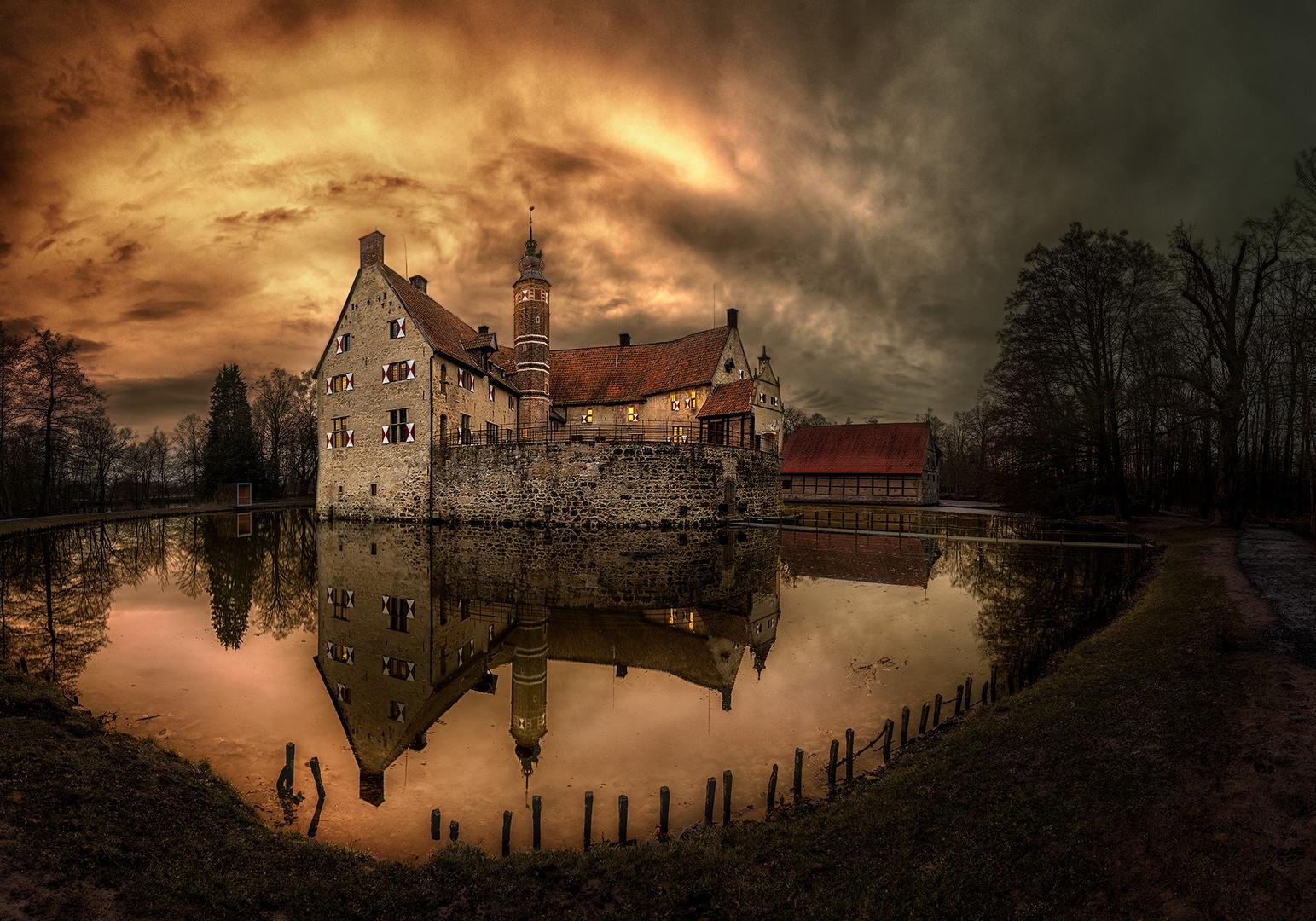 Burg Vischering am Abend