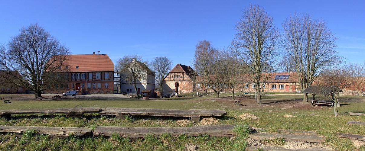 Burg Wredenhagen ...weit & breit