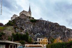 Burgkirche oben, unten die Felsenkirche St. Michael
