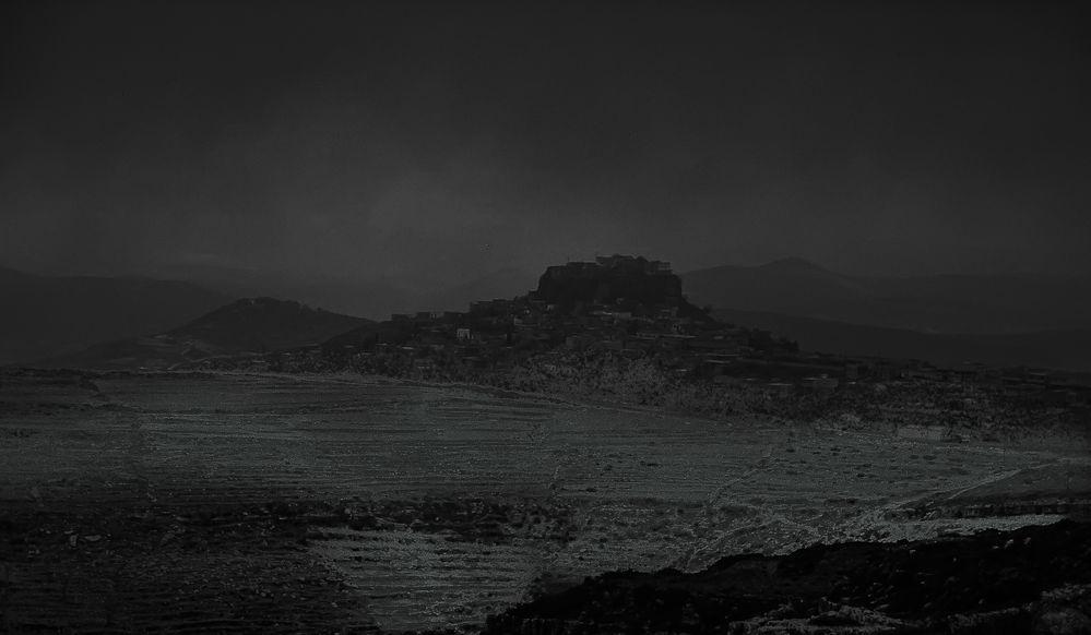 Burgruine im Sandstum .     .120_3940