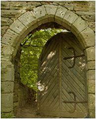 Burgruine Leonrod - das Tor zur Hauptburg