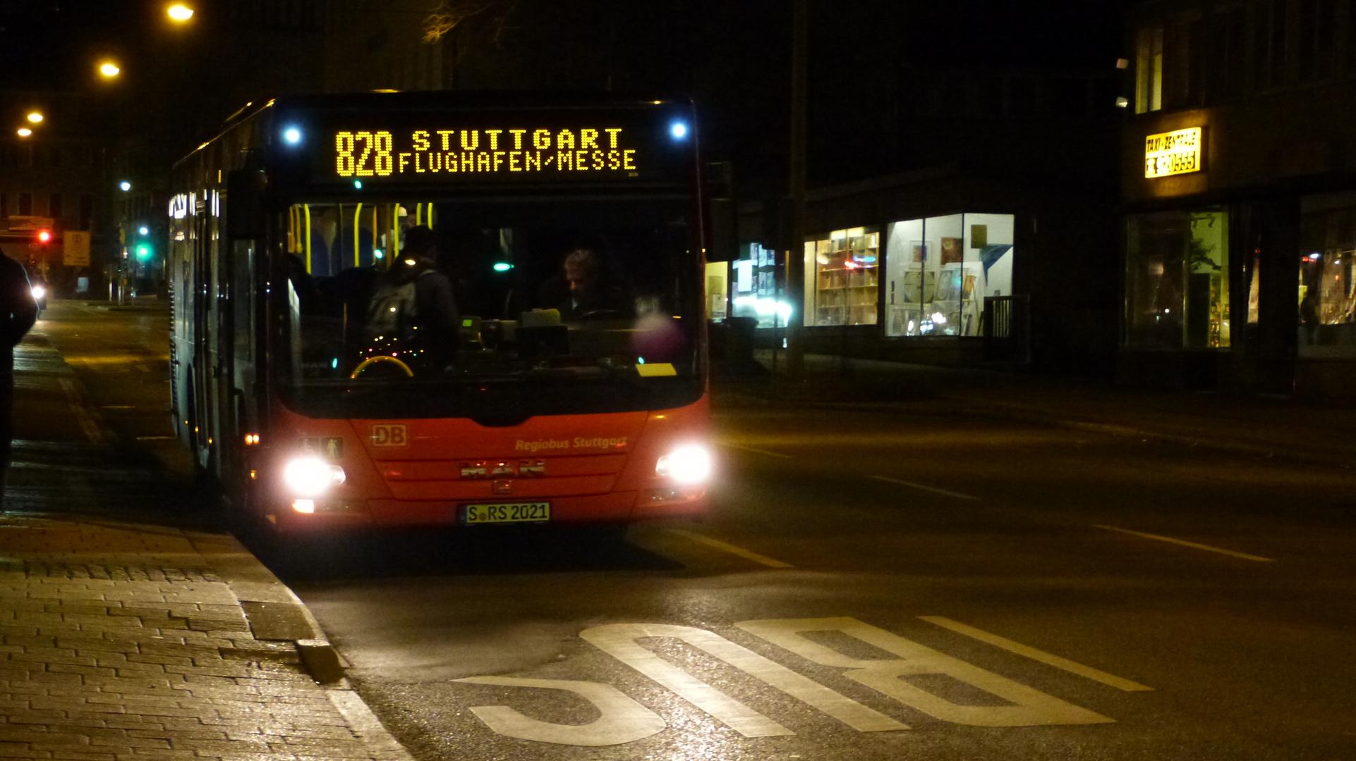 Bus 828 nach Flughafen