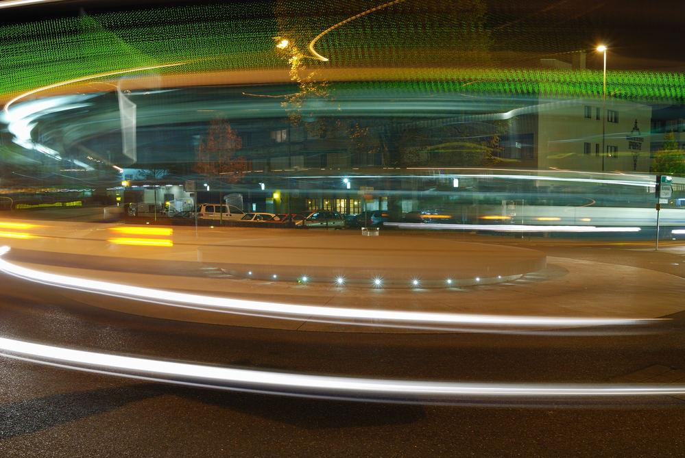 bus entourant