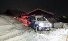 Bus im Schnee vorm Höfle19