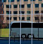 Bus im Spiegel