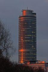 Business-Tower im Abendlicht