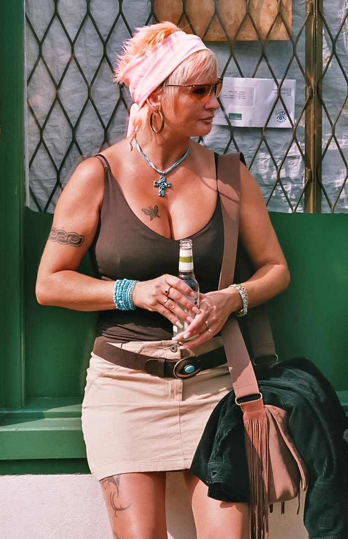 Butterfly woman Foto & Bild   portrait, streetfotografie