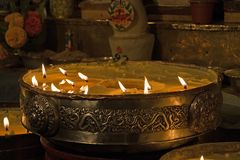 Butterlampen im Kloster Pälkhor Chöde