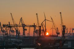 C1103_Hamburg -  Hafen im Sonnenuntergang