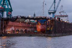 C1104_Hamburg - Werft mit Michel