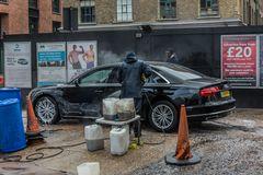 C1369  London - car wash